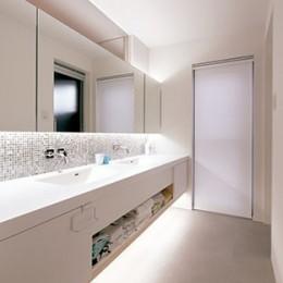 快適と予算もデザインされた 建築士と建てた5層の家 (洗面脱衣所)