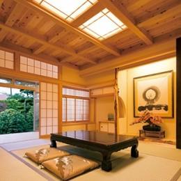 和室 (娘へと受け継ぐための 風格をまとった伝統家屋)