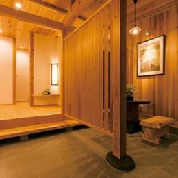 娘へと受け継ぐための 風格をまとった伝統家屋 (玄関)