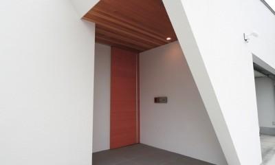 ゆったりLDKと明るい中庭 ガレージも備えた理想の家 (玄関)