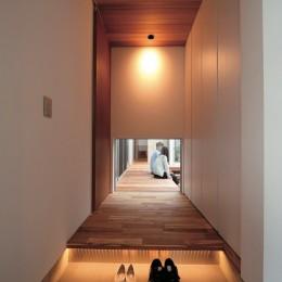 玄関ホール (ゆったりLDKと明るい中庭 ガレージも備えた理想の家)