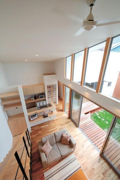 ゆったりLDKと明るい中庭 ガレージも備えた理想の家 (LDK)