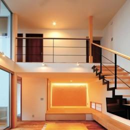 ゆったりLDKと明るい中庭 ガレージも備えた理想の家 (リビングダイニング)