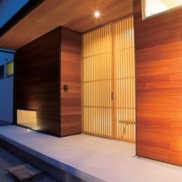 玄関 (施主さんと建築士の感性が美しい大人の住まいを実現)