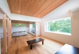 施主さんと建築士の感性が美しい大人の住まいを実現 (2階 寝室)