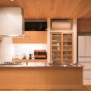 施主さんと建築士の感性が美しい大人の住まいを実現の写真 キッチン