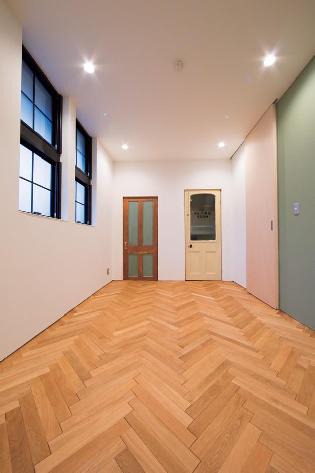 施主さんと建築士の感性が美しい大人の住まいを実現 (スタジオ)