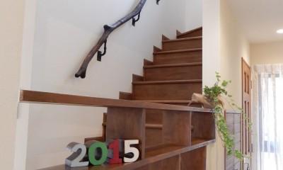 流木が美しい階段手摺、開放的な階段|古材を蘇らせた光と風の片流れの家