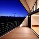 高台に臨む開放感あふれる家の写真 2階テラス