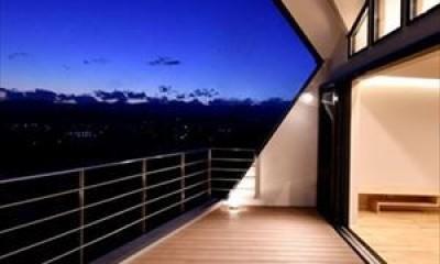 高台に臨む開放感あふれる家 (2階テラス)