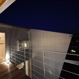 インパクトのある家 (2階 テラス)