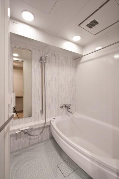 バスルーム (ヘリンボーンが美しい広々リフォーム)