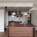 キッチンが中心の2LDK+書斎。料理が楽しくなるリノベーションの写真 フルフラットキッチンII型