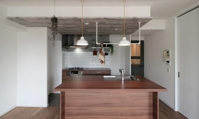 キッチンが中心の2LDK+書斎。料理が楽しくなるリノベーション (フルフラットキッチンII型)
