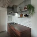 キッチンが中心の2LDK+書斎。料理が楽しくなるリノベーションの写真 キッチン②