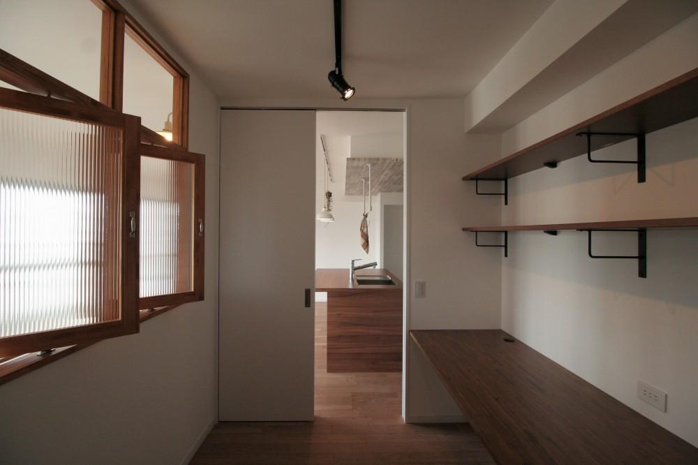 キッチンが中心の2LDK+書斎。料理が楽しくなるリノベーション (ワークスペース)