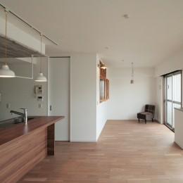 キッチンが中心の2LDK+書斎。料理が楽しくなるリノベーション-LDK