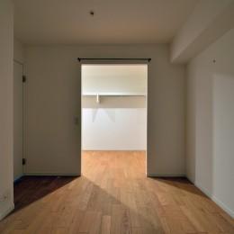 キッチンが中心の2LDK+書斎。料理が楽しくなるリノベーション (居室とつながるWTC)