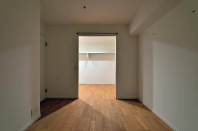居室とつながるWTC (キッチンが中心の2LDK+書斎。料理が楽しくなるリノベーション)