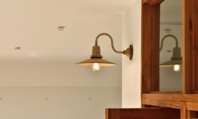 アンティーク調のブラケットライト|キッチンが中心の2LDK+書斎。料理が楽しくなるリノベーション