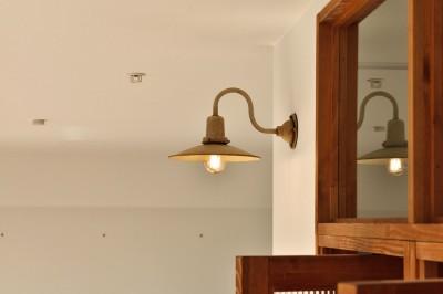 アンティーク調のブラケットライト (キッチンが中心の2LDK+書斎。料理が楽しくなるリノベーション)