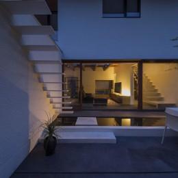 高砂の家 (中庭から)