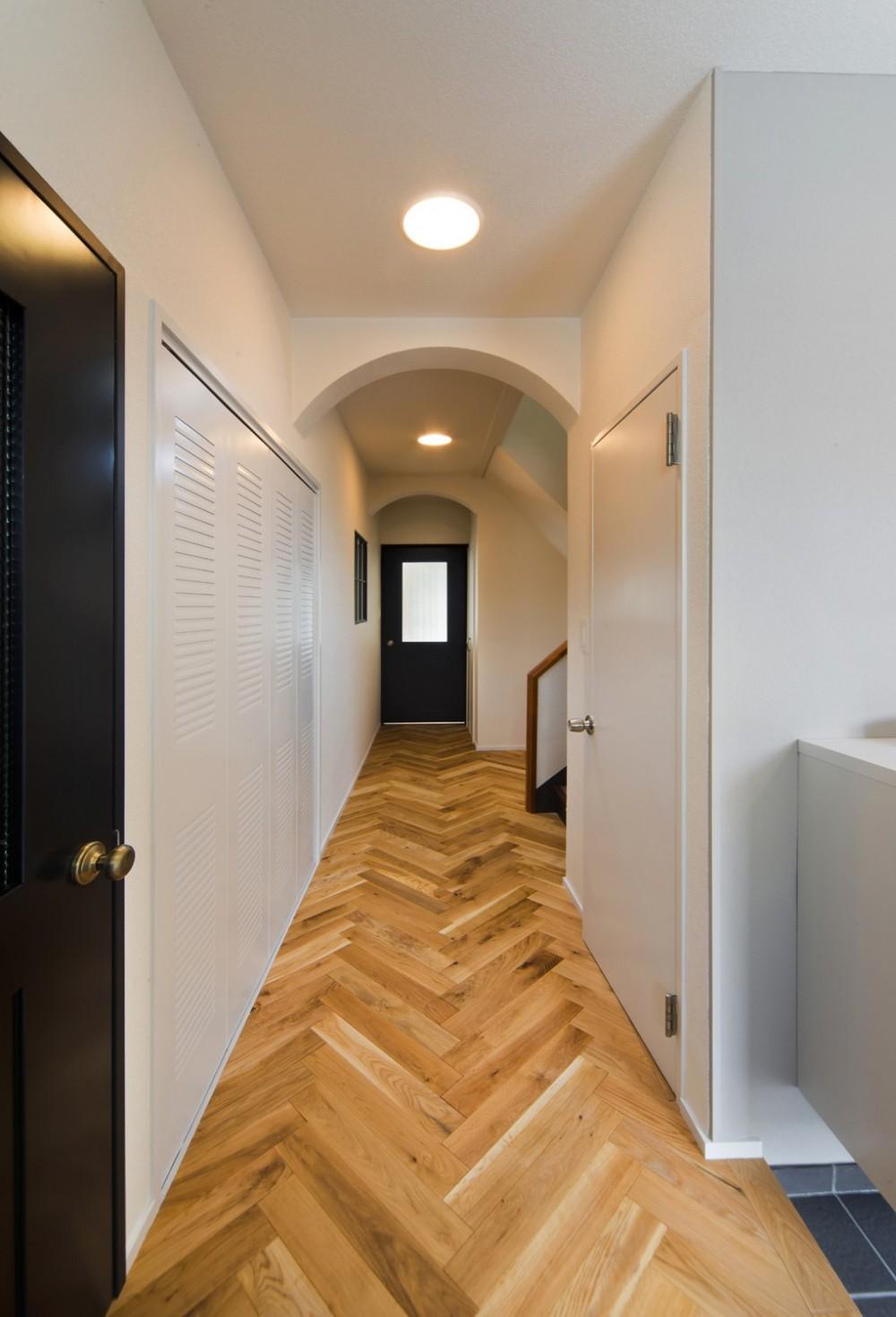 廊下 (ヘリンボーンの廊下から)