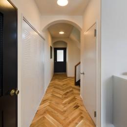 ヘリンボーンの廊下から (廊下)