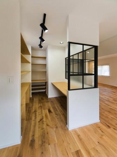 書斎スペース (ヘリンボーンの廊下から)