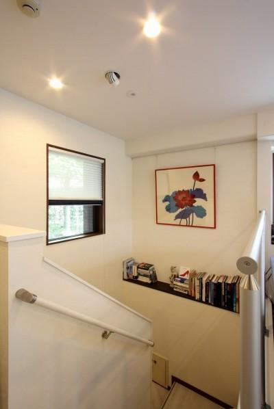 階段 (鮮やかカラーをアクセントに◇メゾネットマンションリフォーム)