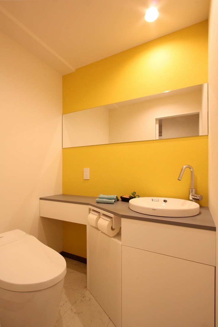 鮮やかカラーをアクセントに◇メゾネットマンションリフォーム (トイレ)