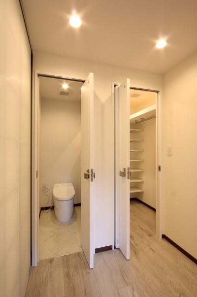 トイレ (鮮やかカラーをアクセントに◇メゾネットマンションリフォーム)
