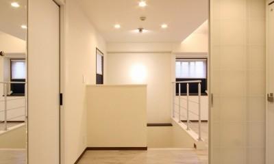 鮮やかカラーをアクセントに◇メゾネットマンションリフォーム (玄関)