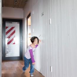 流行りやブランドにはとらわれない楽でのんびりできる家 (廊下)