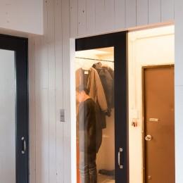 流行りやブランドにはとらわれない楽でのんびりできる家 (玄関)