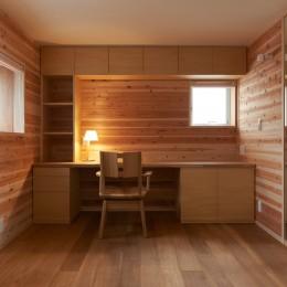 スキップフロアの家 (寝室+書斎)