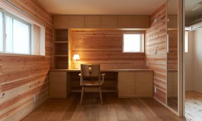 寝室+書斎|スキップフロアの家