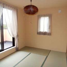 古材を蘇らせた光と風の片流れの家 (珪藻土の和室には3,4mの壁収納)