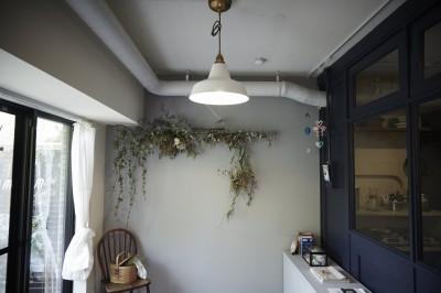 子供部屋 (アイアンフレームのオリジナルキッチンと飛び床の土間の家)