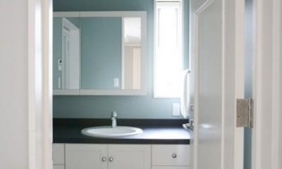 N邸 (ブルーの壁紙が清潔感と可愛らしさを演出)