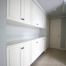 N邸 (大容量の壁面収納)