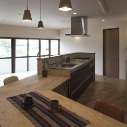 移りゆく住まい 2階キッチン・ダイニングテーブル4 (移りゆく住まい)