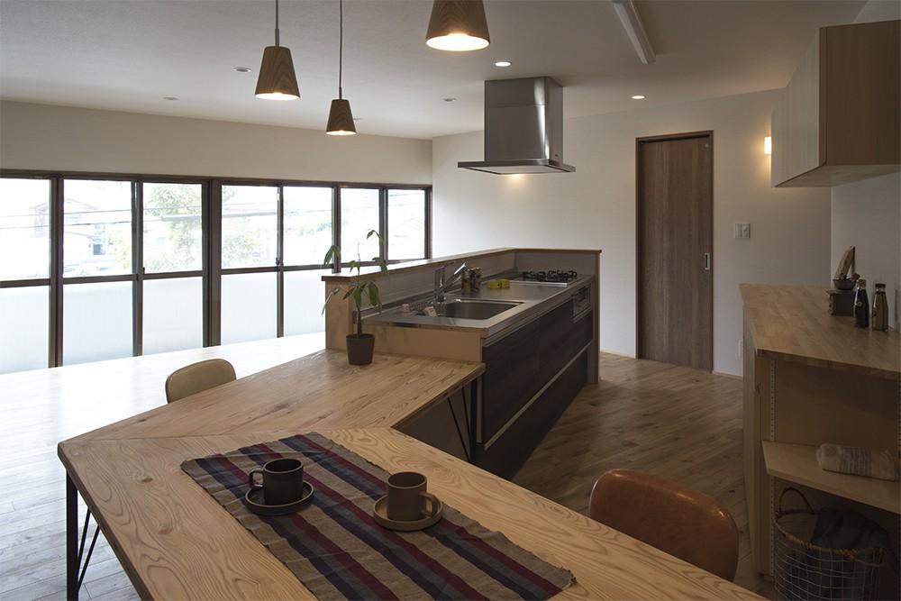 移りゆく住まい (移りゆく住まい 2階キッチン・ダイニングテーブル4)