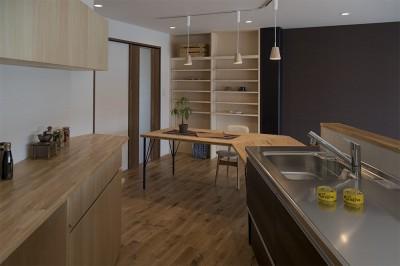 移りゆく住まい (移りゆく住まい 2階キッチン・ダイニングテーブル3)