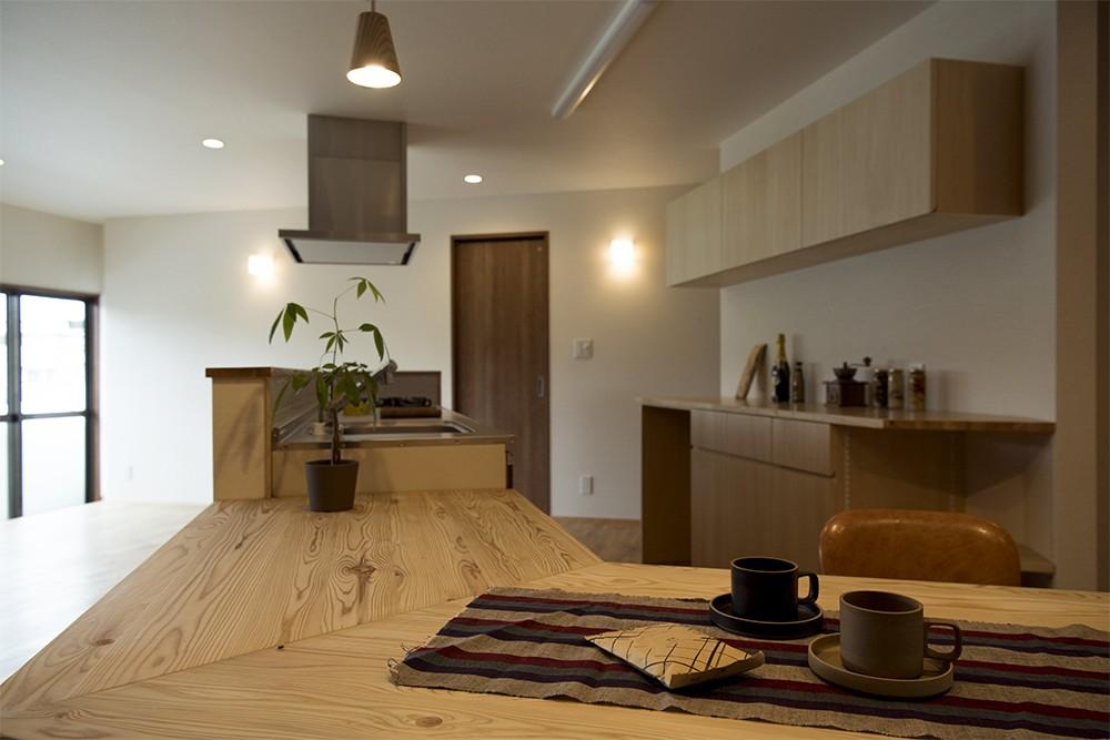 移りゆく住まい 2階キッチン・ダイニングテーブル1 (移りゆく住まい)