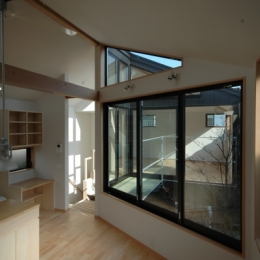 18坪の土地に建つ中庭型住宅