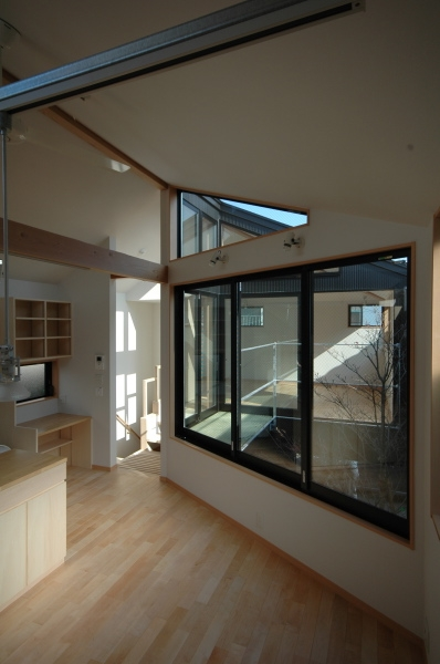 建築家:大庭明典「18坪の土地に建つ中庭型住宅」