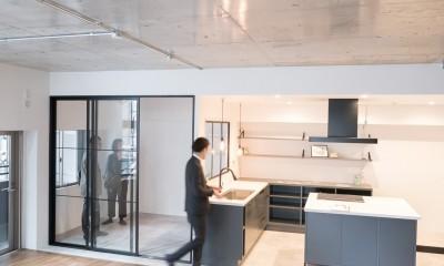 リビング|ホワイト×グレーの個性派キッチンのローコストリノベーション