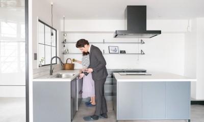 キッチン|ホワイト×グレーの個性派キッチンのローコストリノベーション