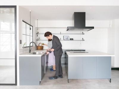 キッチン (ホワイト×グレーの個性派キッチンのローコストリノベーション)